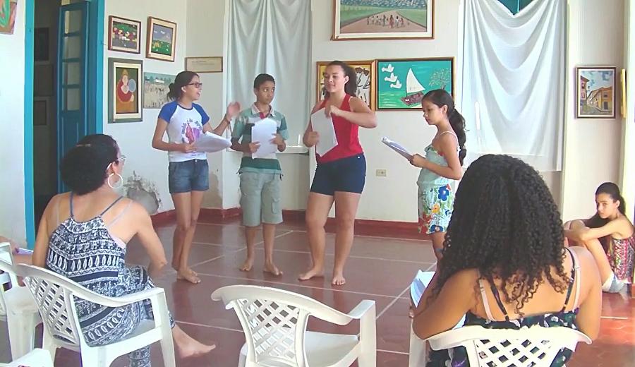 Professora LEDA fala sobre o Teatro e seu trabalho com os Jovens
