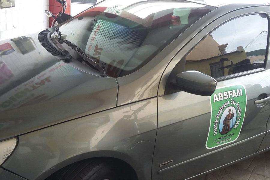 Câmara e Prefeitura doam Automóvel Gol para o Abrigo dos Idosos de Macaúbas